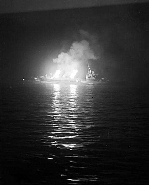 485px-The_cruiser_HMS_Belfast_bombarding_German_positions_in_Normandy
